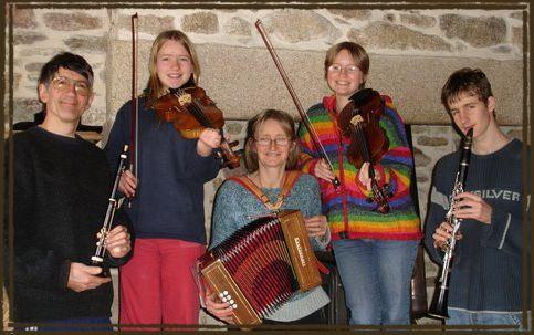 Familh ar gall un groupe breton qui joue les airs de for Dans keff